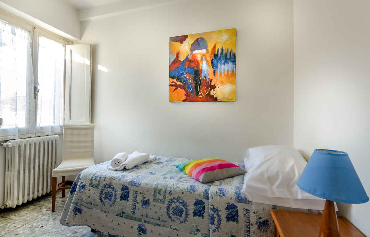 Single Room with Shared Bathroom | Soggiorno Pitti